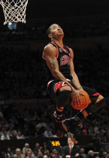 chicago-bulls-derrick-rose-goes-in-for-a-dunk