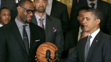 081714-nba-president-barack-obama-is-given-a-ball-from-lebron-james-pi-vadapt-980-high-43